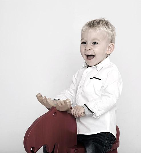 Kinderfotos />                 </div>             </div>         </div>     </div> </div> <!-- /introduction -->  <!-- leistungen --> <section class=